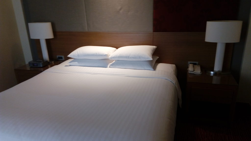 King-size bed, Courtyard by Marriott